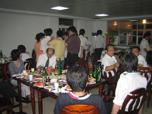 訪問先企業でのパーティの様子