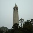UCバークレーのキャンパス内の塔