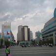 深セン 駅前広場とシャングリヤホテル