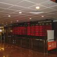 香港 フェリーターミナルの行き先を示すボード